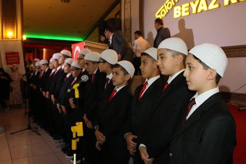 Vakfımız ait Sultanbeyli Yeni Nesil Kuran Kursunda hızlandırılmış hafızlık eğitimine katılan 9 çocuğumuz 7ayda, 16 çocuğumuz 10 ayda hafız oldular...