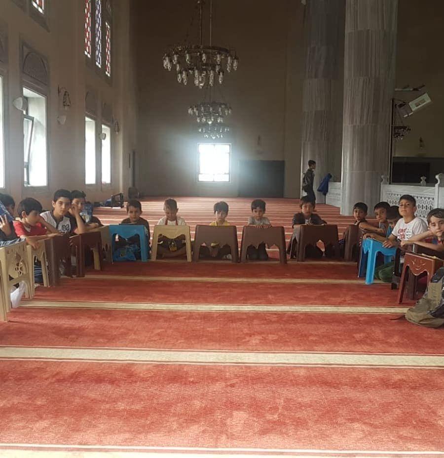 Vakfımızın Başakşehir Hoca Ahmet Yesevi şubesinde ki yaz okulu öğrencilerimizin Kuran-ı Kerim dersinden...