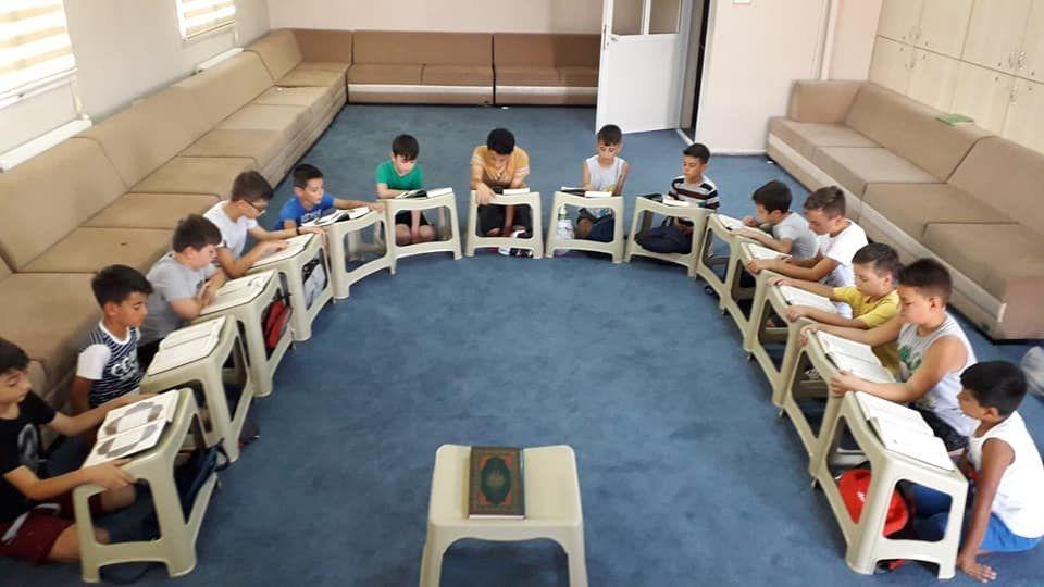 Vakfımızın İzmir Şubesi Yaz Okulu öğrencilerimiz ile birlikte etkinliklerimizden...