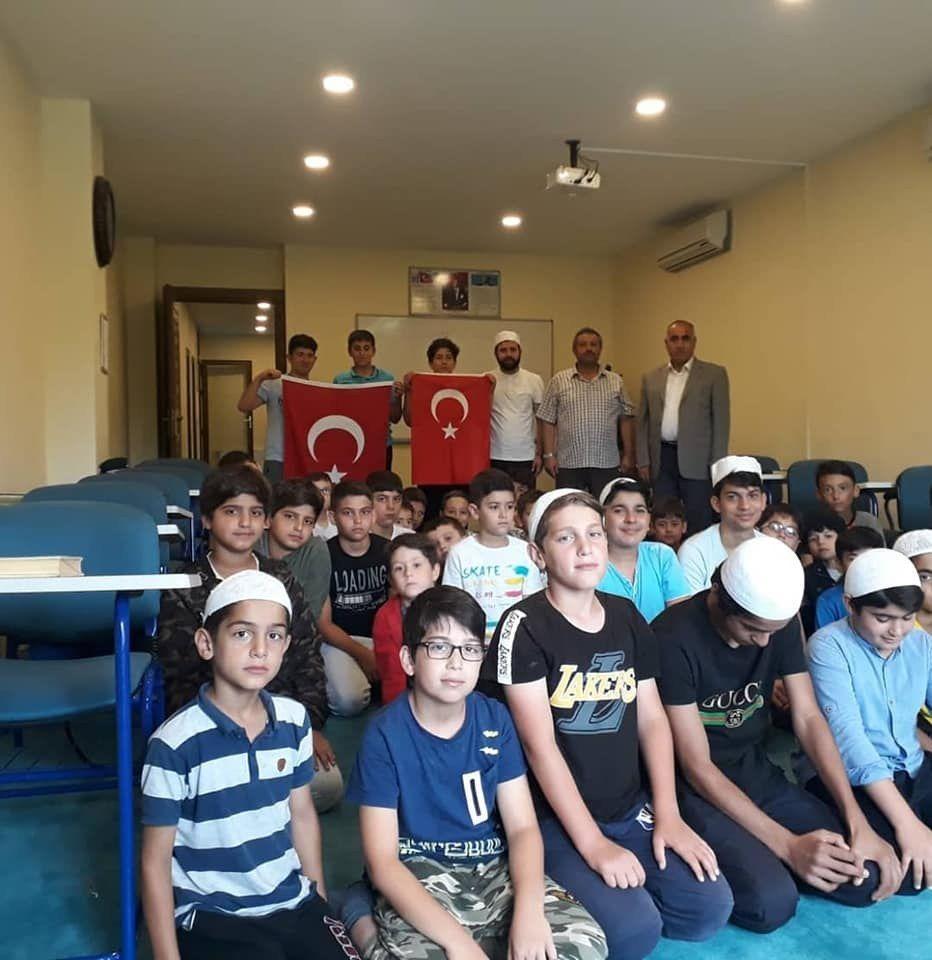 Vakfımızın Selman-ı Farisi şubesinde düzenlenen yaz okulu öğrencilerimiz ile birlikte...